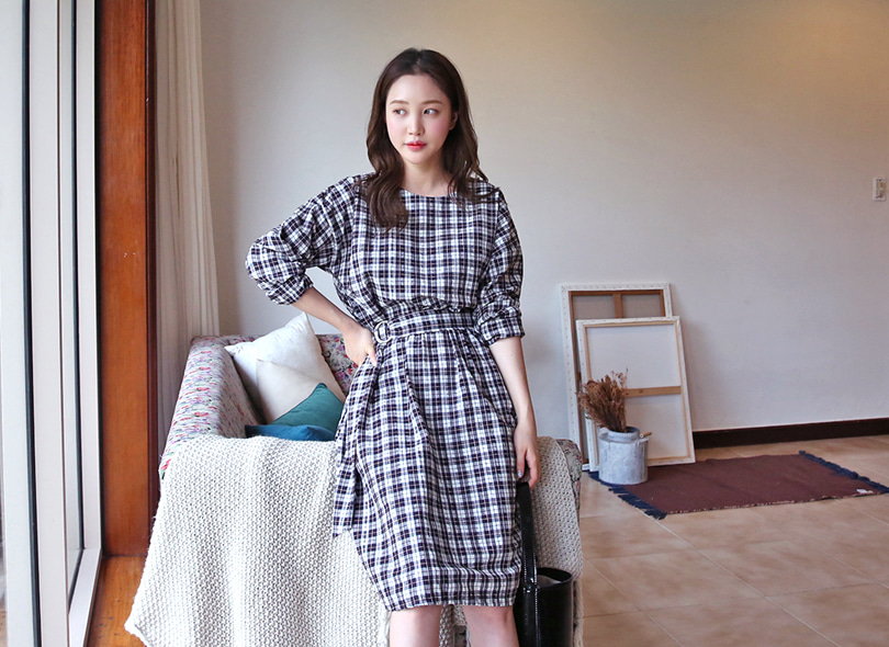 Envylook Round Neck Check Belted Midi Dress