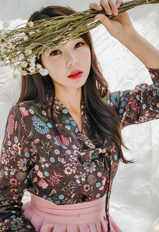 Envylook V-Neck Floral Print Wrap Top